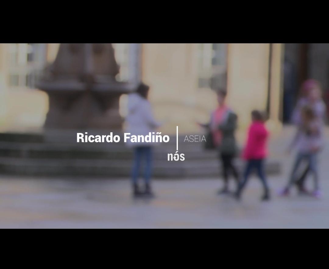 Compartimos esta intervención en Nós Televisión na que Ricardo Fandiño aborda a situación dos nenos/as, adolescentes e as familias durante o confinamento.